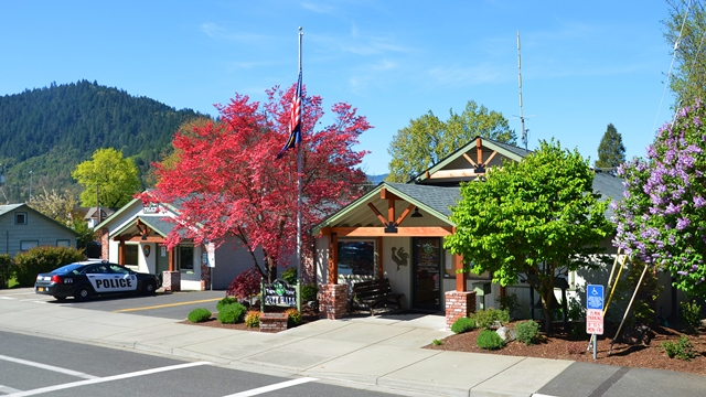 Rogue River City Hall and Police Station
